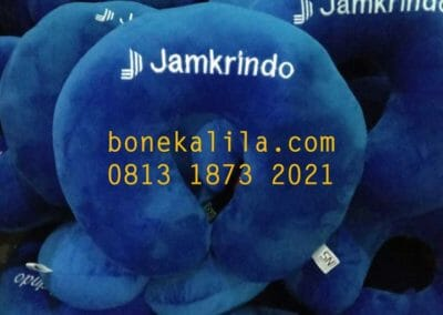 pengrajin-bantal-leher-jamkrindo-pabrik-bantal-leher-01